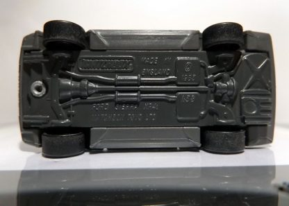 MATCHBOX FORD SIERRA XR4I 1983 MUY BIEN CONSERVADO A ESCALA APROXIMADA 1/64. VISTA INFERIOR.