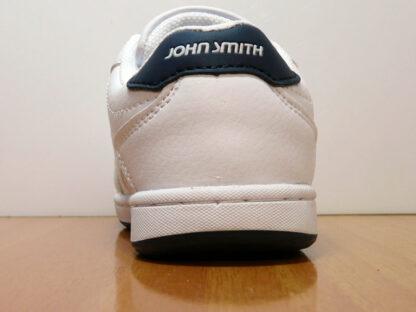 ZAPATILLA CLASICA CON VELCROS JOHN SMITH COCUMVEL K WHITE EN TALLAS 24, 25, 31 Y 32. VISTA TALON.